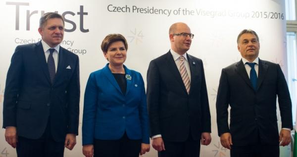 Слева на право: премьер-министры Словакии, Польши, Чехии и Венгрии на саммите Вышеградской Группы в Праге, 3 сентября 2015